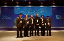 Đoàn công tác chụp hình lưu niệm với Tổng thư ký IMPA